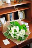 花束・ブーケ 高級バラのオリジナルブーケ(Mサイズ 白系)