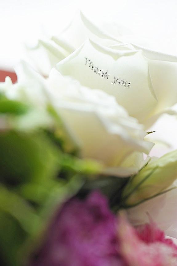 <p>花びらにメッセージを刻印する事が可能です。<br /> ※画像はイメージとなります。</p>