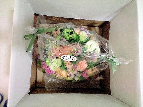 <p>お花の香りをそのままに、見栄えも損なわないように厳重梱包して発送しております。</p>