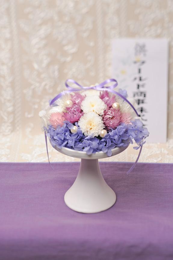 <p>お悔やみ用のお花としては珍しいプリザーブドフラワー(枯れない花)でできた供花です。</p>