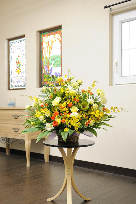 <p>温かみ溢れる暖色系のお花をボリューム感一杯にアレンジしたおまかせコースです。</p>