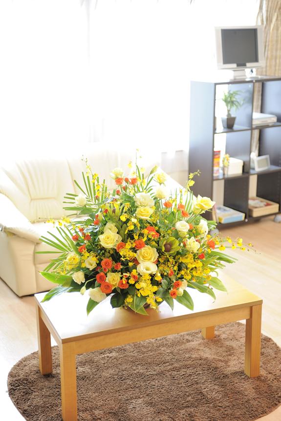 <p>黄色とオレンジ系のお花を中心に1万円コースよりも、お花をふんだんに使用しています。</p>