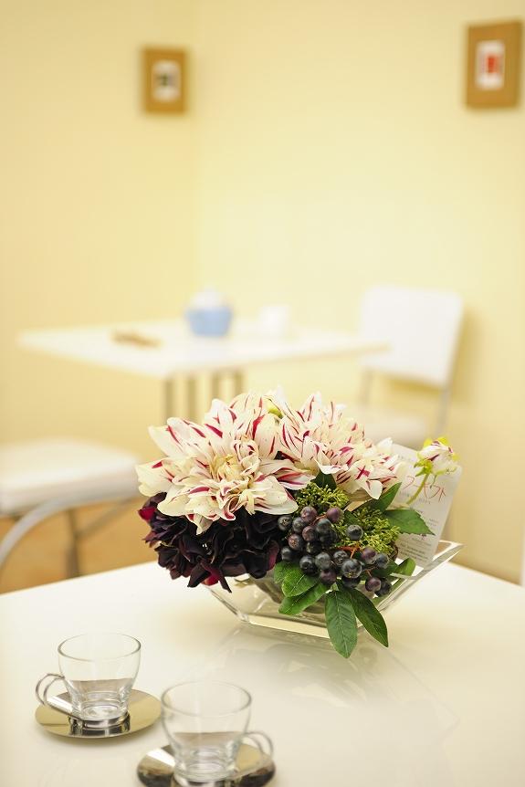 <p>テーブル、棚、壁などに置くことで、お洒落なインテリアとして一役を担うでしょう。</p>