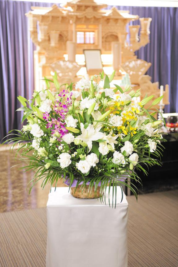 <p>供花は季節や土地柄にあわせたアレンジメントとなります。</p>