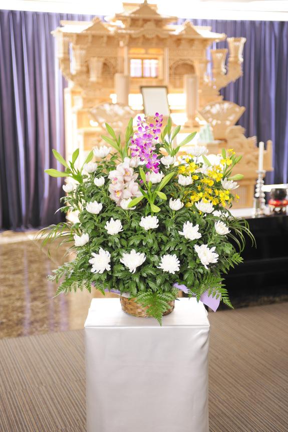 <p>1.5万円コースはサイズも大きくなり花材の質とボリューム感をアップしております。</p>