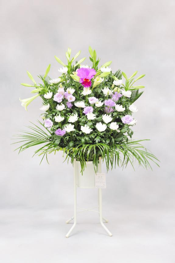 <p>供花(お供え花)は季節や現地風習、喪主様の意向によってお仕立てが異なる場合もございます。<br /> </p>