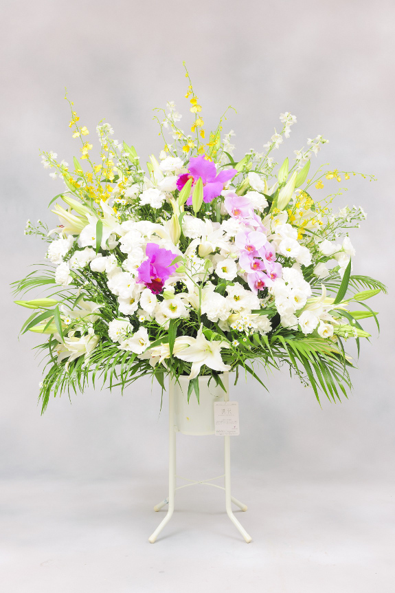 <p>花材を増やし最大限にボリューム感を出した見栄え抜群のお仕立てをしております。</p>