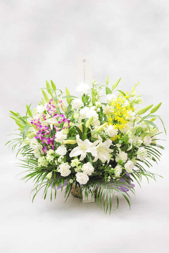 <p>洋花はユリや洋蘭などをベースにおまかせでお仕立てさせていただきます。</p>