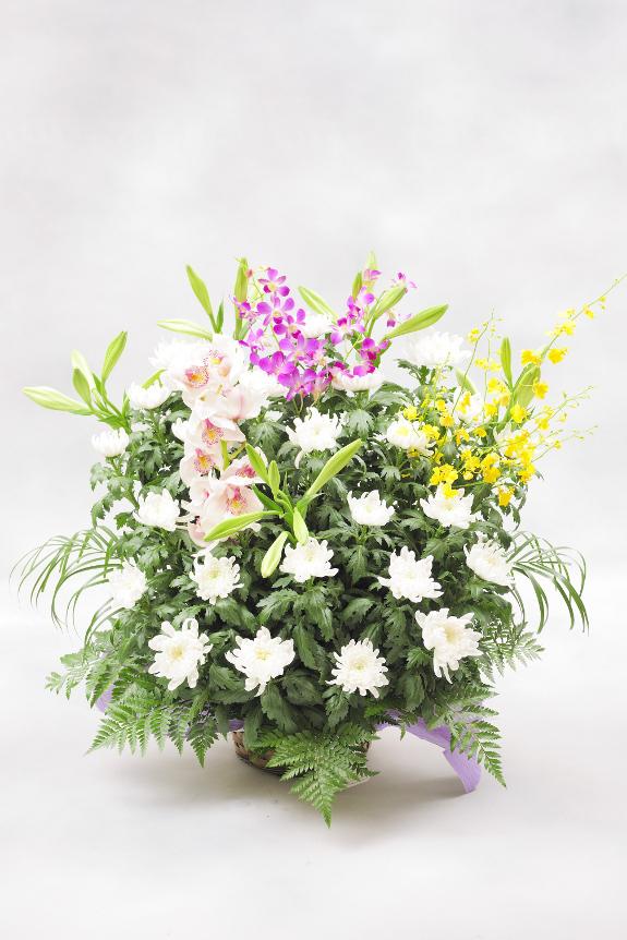 <p>和花は菊をベースにおまかせでお仕立てさせていただきます。</p>