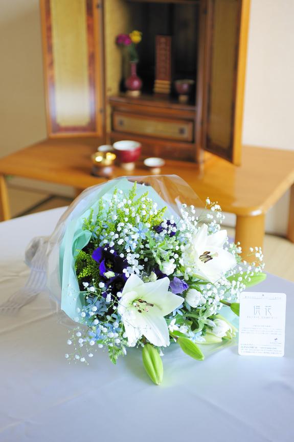 <p>お仏壇にお供えする生花の花束です。</p>