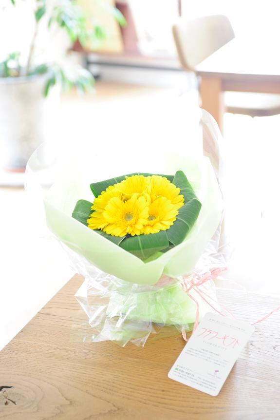 <p>ガーベラが綺麗に敷き詰められた、親しみやすい花束です。</p>