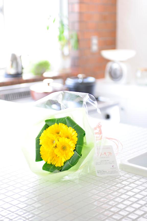 <p>元気で活発な黄色オレンジ系の花束はシーン選ばず、多目的にご利用頂けます</p>