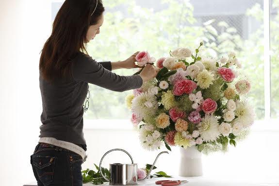 <p>デザイナー中居 美和子の作品をお届けいたします。</p>