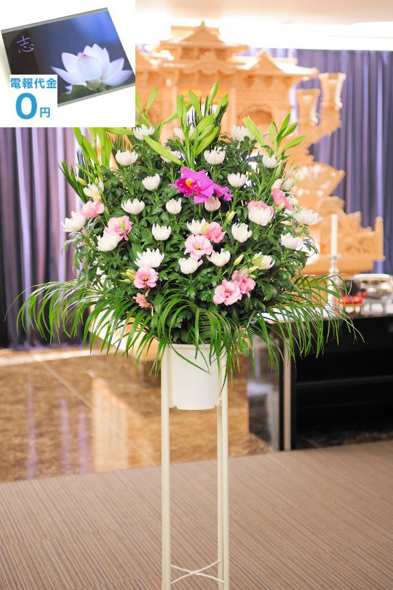 <p>和花・2色指定(白・ピンク系)の供花スタンド は、ピンク系のお花をアクセントのお仕立てする菊を中心のお供え花です。ご指定斎場でのお通夜、告別式に、お寺、ご自宅での法事に最短2時間で、弔電と一緒にお届けいたします。</p>