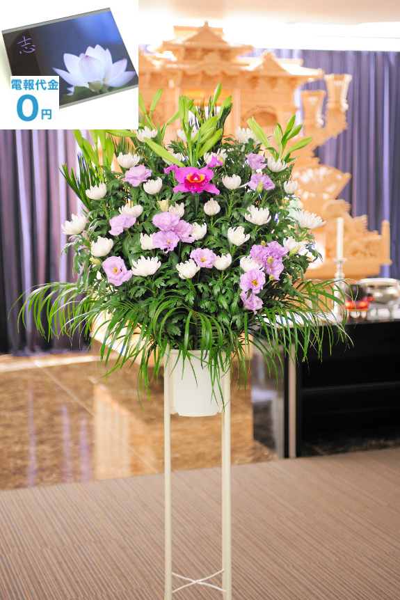 <p>「和花・2色指定(白・紫色系)」は紫色のお花をアクセントに使用した珍しい色合いのお供え花です。ご指定斎場でのお通夜、告別式に、お寺、ご自宅での法事に最短2時間で、弔電と一緒にお届けいたします。</p>