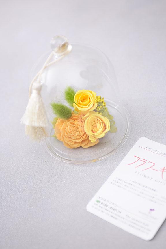 <p>黄色のバラが明るく可愛らしいプリザーブドフラワーです。</p>