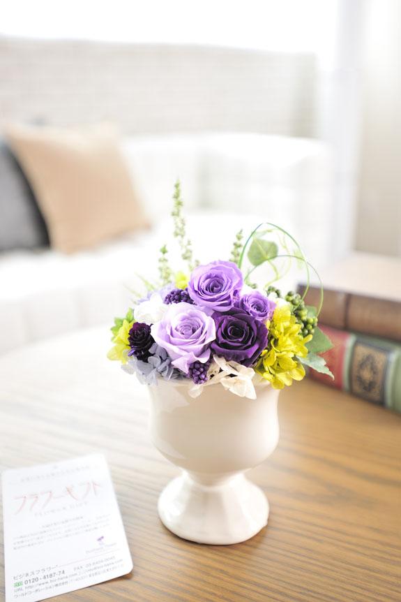 <p>枯れないお花プリザーブドフラワーはお手入れも簡単です。</p>