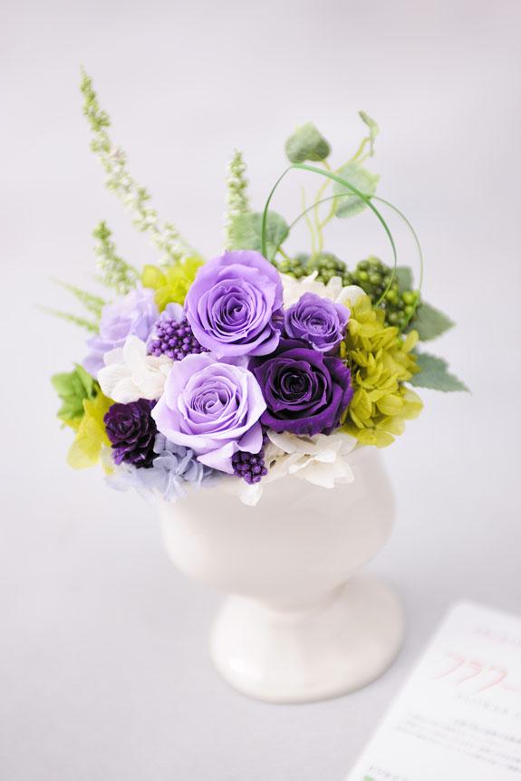 <p>法事や枕花としてオススメの供花用プリザーブドフラワーです。</p>