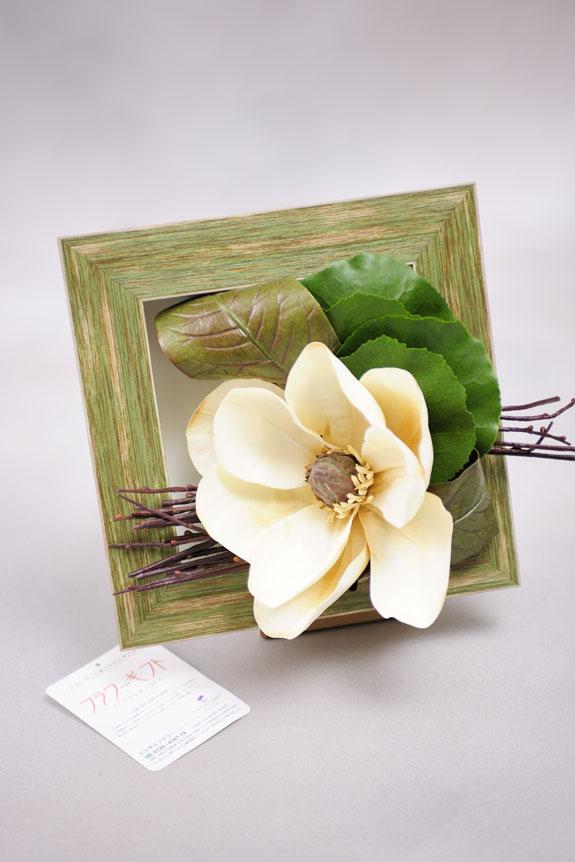 <p>マグノリアの花がメインのワンポイントインテリア。</p>