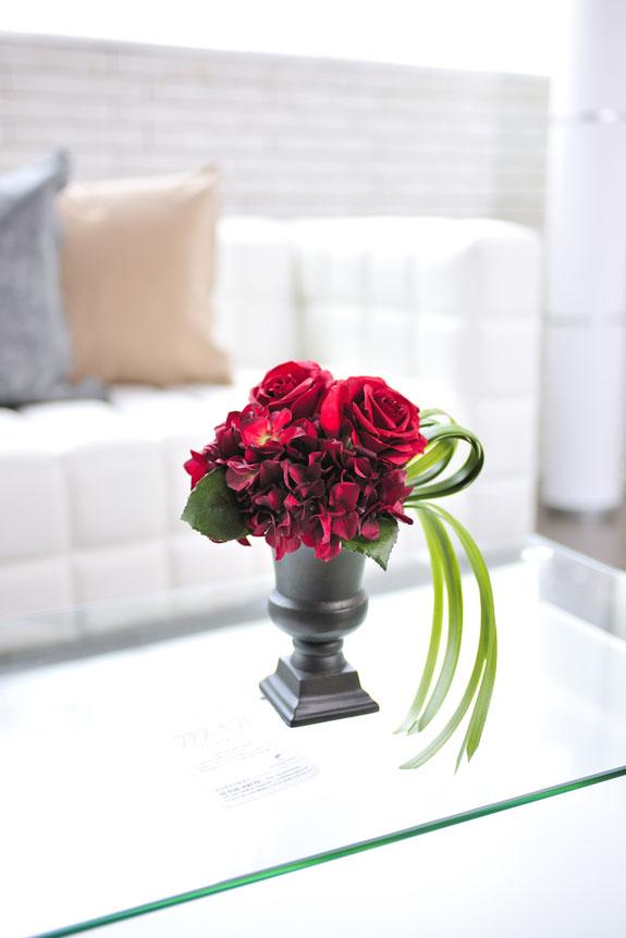 <p>お洒落な贈り物としてオススメの造花アートアレンジメントです。</p>