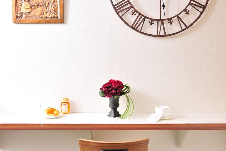 <p>お店のインテリアとしてもお洒落な一品の造花アートアレンジメントです。</p>