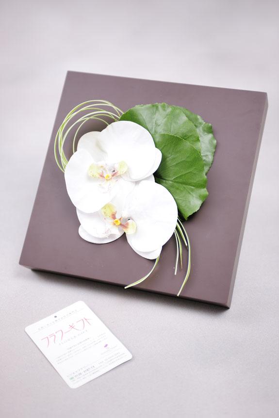 <p>この高級造花アートは壁掛け、立掛けの両方で飾っていただけます。</p>