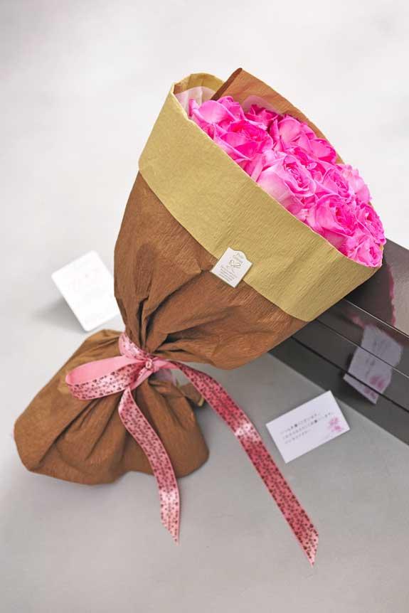 <p>ピンクバラの花束・ブーケにはメッセージカーが無料で付けられます。</p>