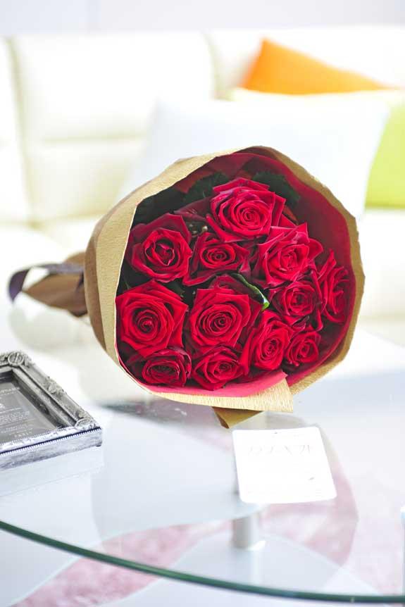 <p>情熱的なビビットカラー、誕生日、結婚、長寿、新築、退職などのお祝い事にオススメの赤バラの花束・ブーケです。</p>