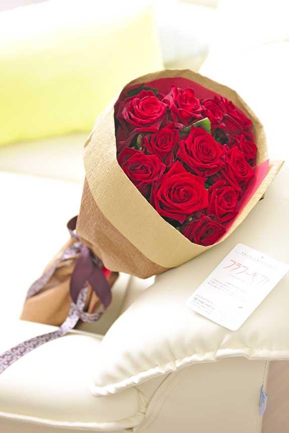 <p>赤バラの花束・ブーケはフラワーギフト・贈り物に人気の商品です。</p>