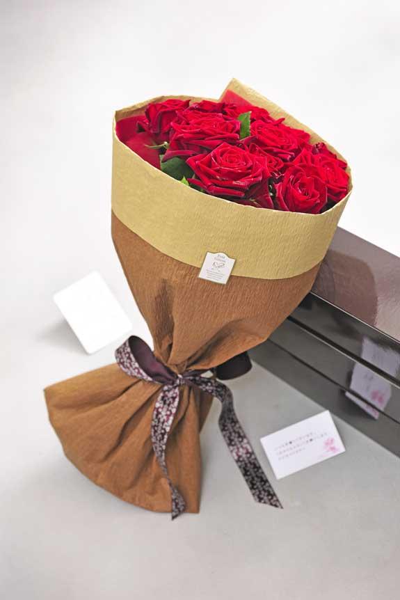 <p>赤バラの花束・ブーケにはメッセージカーが無料で付けられます。</p>