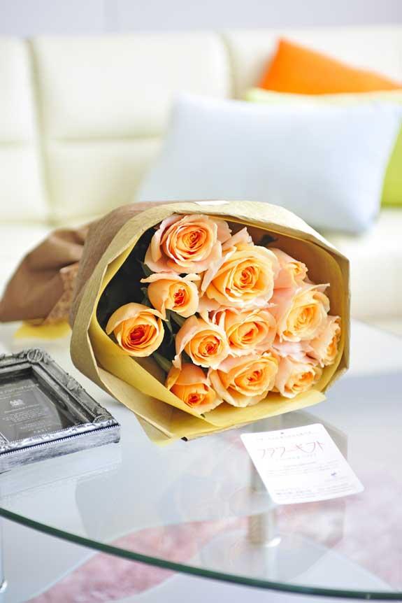 <p>明るく爽やか、誕生日、結婚、長寿、新築、退職などのお祝い事にオススメのオレンジバラの花束・ブーケです。</p>