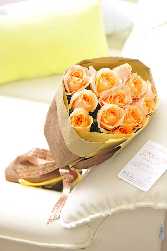<p>オレンジバラの花束・ブーケはフラワーギフト・贈り物に人気の商品です。</p>