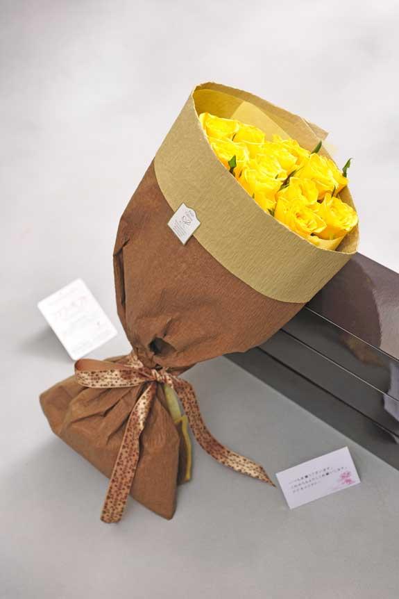 <p>黄色バラの花束・ブーケにはメッセージカーが無料で付けられます。</p>