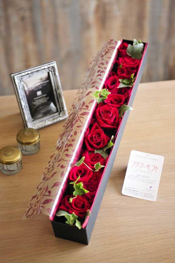 <p>アレンジメントフラワー赤バラのボックスフラワーはフラワーギフト・贈り物に人気の商品です。</p>