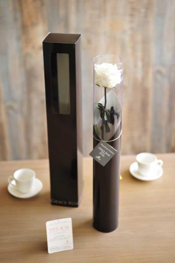 <p>プリザーブドフラワーLuxury Rose(パールホワイト)は手頃なサイズ感なので、イベントや記念品としての配布用フラワーギフトや贈り物としてもオススメです。</p>