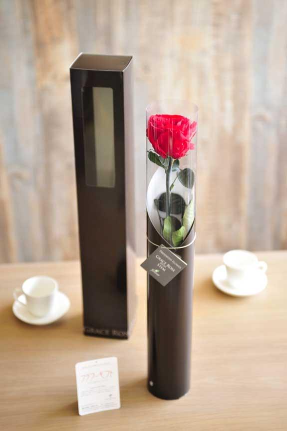 <p>プリザーブドフラワーLuxury Rose(チェリーレッド)は手頃なサイズ感なので、イベントや記念品としての配布用フラワーギフトや贈り物としてもオススメです。</p>