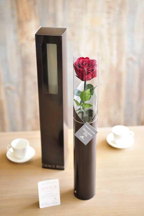 <p>プリザーブドフラワーLuxury Rose(ワイン)は手頃なサイズ感なので、イベントや記念品としての配布用フラワーギフトや贈り物としてもオススメです。</p>