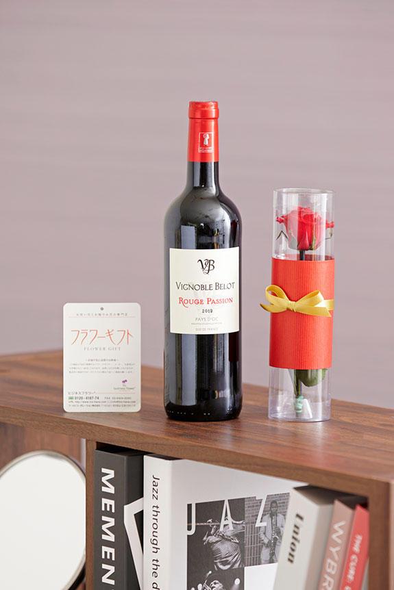 <p>こだわりの赤ワインとプリザーブドフラワーを組み合わせた、贈り物やギフトにオススメのセットです。</p>