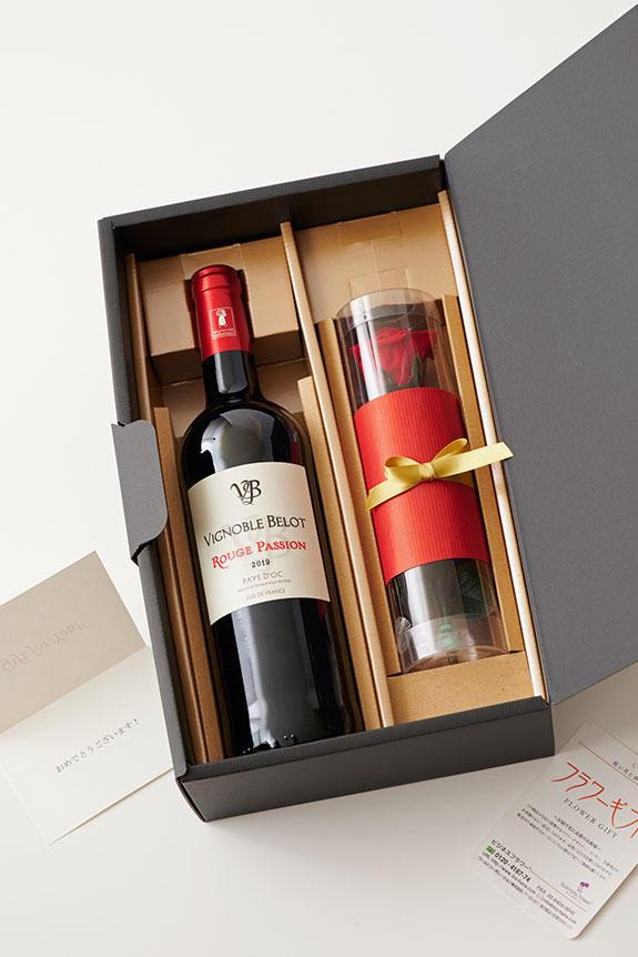 <p>メッセージカードでお祝いや感謝の気持ちを伝えることが出来る、赤ワインとプリザーブドフラワーがセットになったギフト向け商品です。</p>