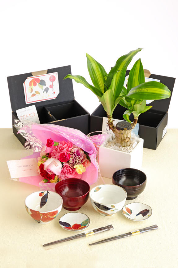 <p>一度の手続きで楽々購入!母の日&父の日のフラワーギフト、贈り物、プレゼント用のセットをご用意しました。</p>