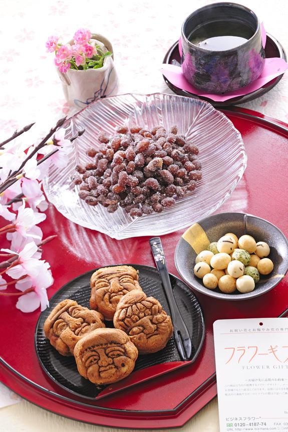 <p>母の日用に伝統を誇る重盛永信堂の人形焼、豆のさがみやの豪華和菓子を集めました。</p>