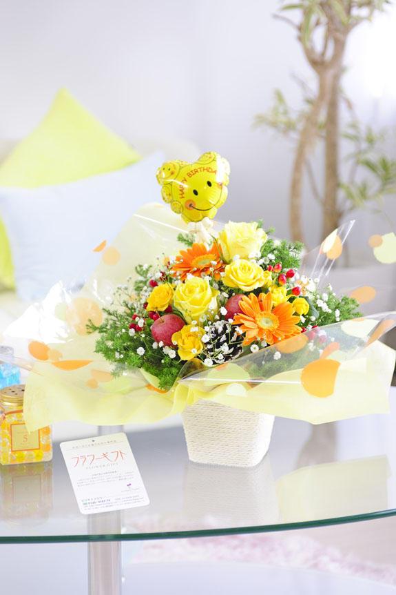 <p>ラッピング、バルーン、お花なの色調が明るく爽やかなアレンジメントフラワーは、誕生日(バースデー)、出産などのお祝いにオススメのアレンジメントフラワーです。</p>