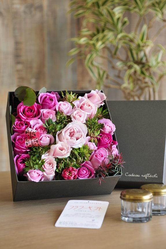 <p>アレンジメントフラワーピンクバラのボックスフラワーはフラワーギフト・贈り物に人気の商品です。</p>