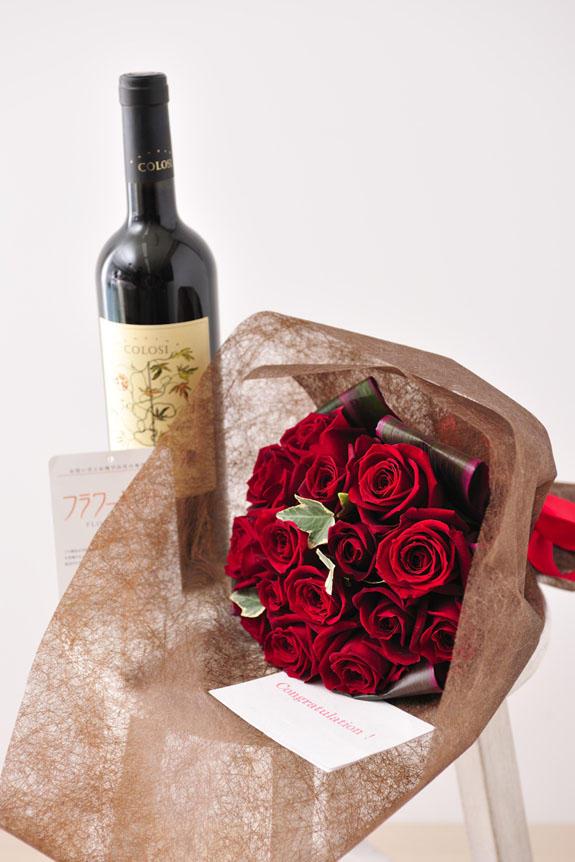 <p>バラ花束とワインがセットには、無料でメッセージカードをお付けすることも出来ます。想いを込めたフラワーギフトをお届けする事ができます。</p>