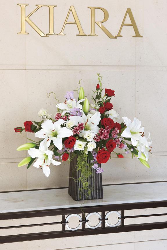 <p>受付やオフィス、リビングのインテリアとしても人気の造花アート・アレンジメント</p>