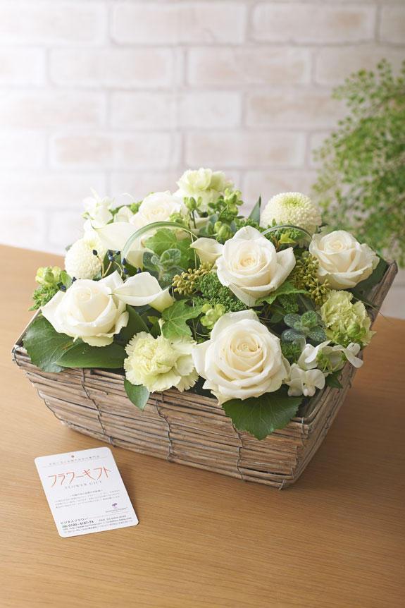 <p>季節のお花を使ったハイセンスなアレンジメントフラワーです。</p>