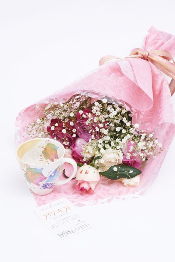 <p>花束(バラ)とコーヒーカップセット(9月)にはメッセージカードをお付けすることが可能です。</p>