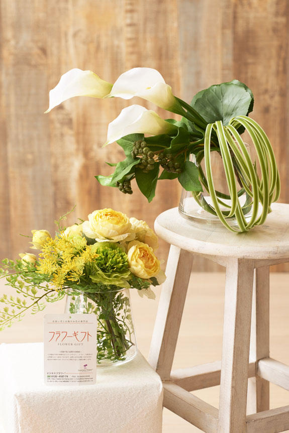 <p>上品なホワイトカラーと可愛らしい黄色いラナンキュラスのアーティフィシャルフラワーです。</p>