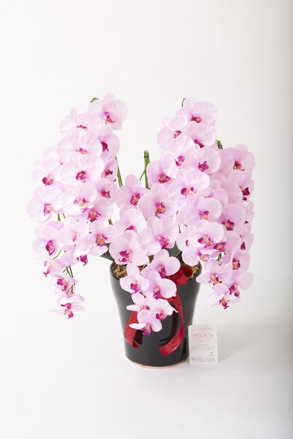 <p>受付やオフィス、リビングのインテリアとしても人気の胡蝶蘭の造花アート</p>