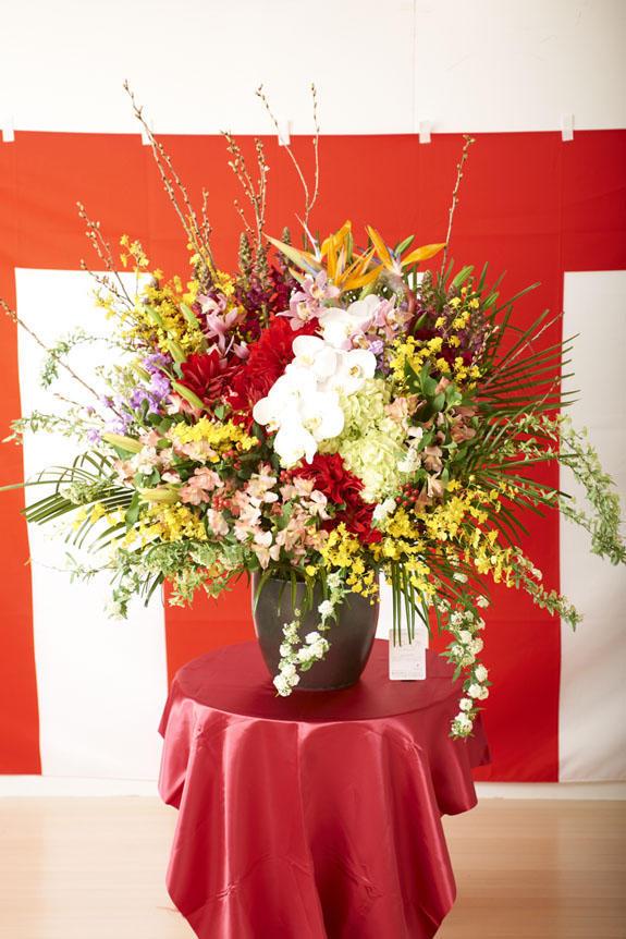 <p>卒業式、入学式、入社式などの各種式典で活躍の壺花(つぼばな)</p>